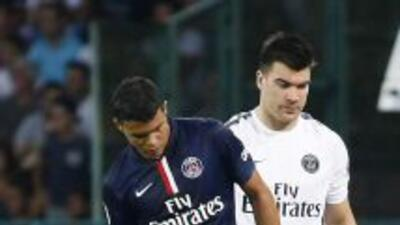 El defensor brasileño salió lesionado del amistoso ante el Nápoles y por...