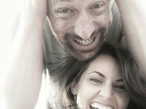 Esta pareja decidió casarse muchas veces alrededor de todo el mundo.