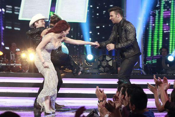 Dulce bailó con Jencarlos.