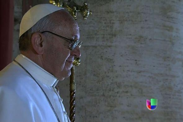 Jorge Mario Bergoglio se convertiría así en el nuevo Papa y tomaría el n...