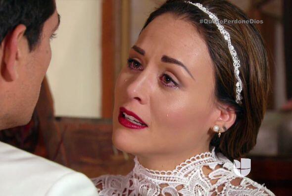 Es un gran dolor para Abigail, se quedó vestida y alborotada frente al a...