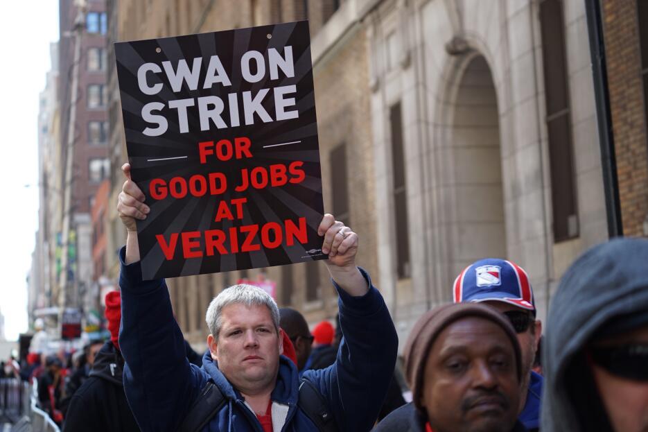 Diez meses llevan sin acuerdo Verizon y Communications Workers of America.