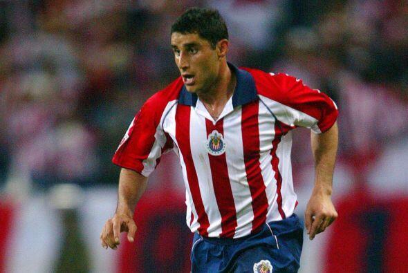 Salvador Carmona, el defensor mexicano debutó con Toluca con quien logró...