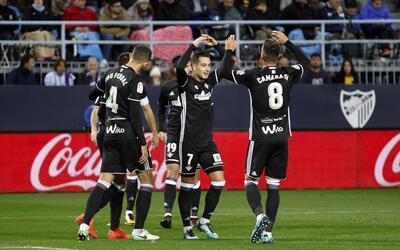 Betis festeja uno de sus dos goles ante el Málaga.