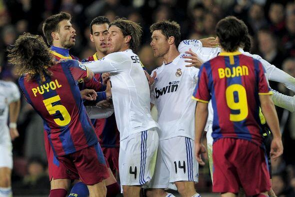 Ramos incluso le metió un manotazo en el rostro a Puyol con el que lo ma...