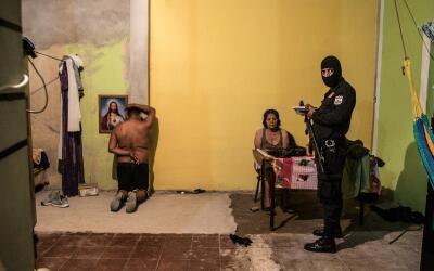 La violencia desbordada ha provocado el desplazamiento forzado de ciento...