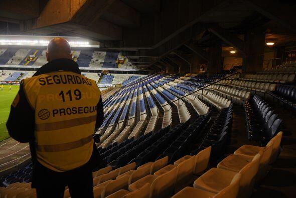 En Riazor apenas se veían empleados de seguridad en las gradas.