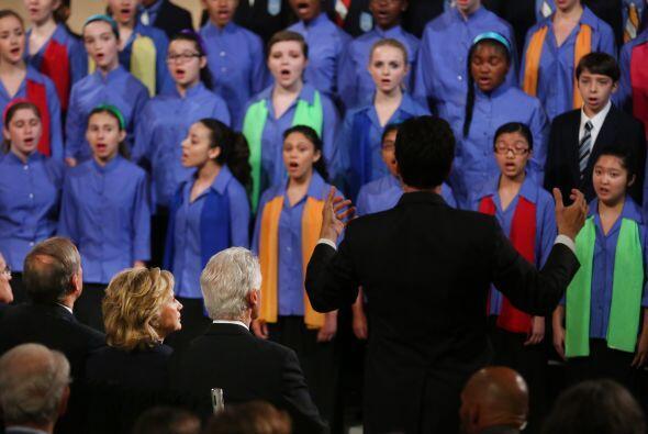 La ceremonia abrió  con   la participación del Coro...