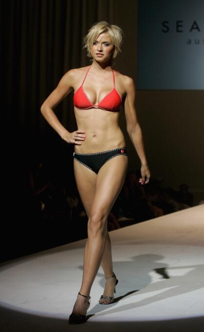 La bella modelo alemana, quien sin duda es un monumento de mujer, acaba...