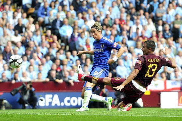 Fernando Torres, comandando el ataque de los 'Blues', abriría el marcador.
