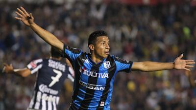 Ángel Sepúlveda sin problemas se concentra con Gallos Blancos 20150524_7...