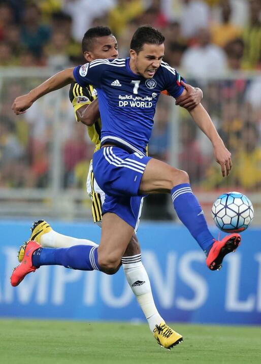 Delantero: el brasileño Nilmar, quien jugara para el Villarreal y...