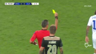 Tarjeta amarilla. El árbitro amonesta a Mykola Shaparenko de Dynamo Kyiv