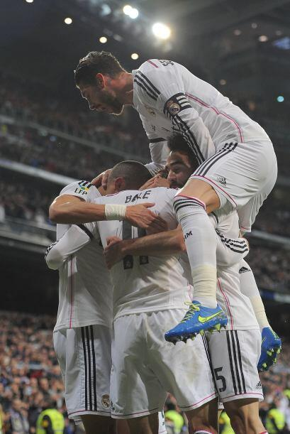 Previo al clásico español Real Madrid derrotó en el Santiago Bernabéu 2-...