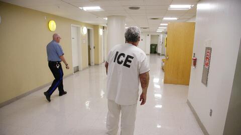 ICE suele enviar solicitudes para que las cárceles del paí...
