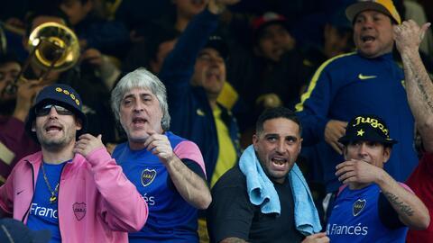 Los barristas de Boca, con Rafael Di Zeo a la cabeza (el de pelo blanco)...