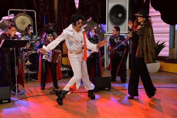'La Doña' fue la primera en llegar al escenario y bailar junto a esta le...