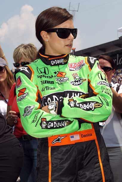 Otra de las bellezas de la Indy 500 fue Danika Patrick, quien terminó en...