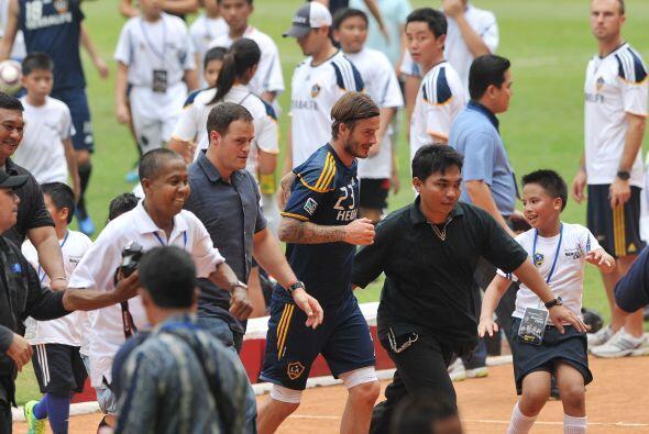 Pero este entrenamiento fue especial, pues cientos de niños indonesios l...