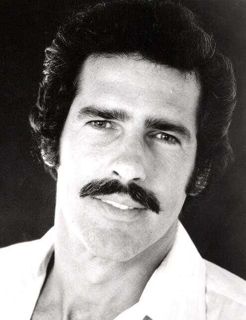 ¿Cómo prefieres a Sebastián Rulli? ¿Con o sin barba? 4.jpg