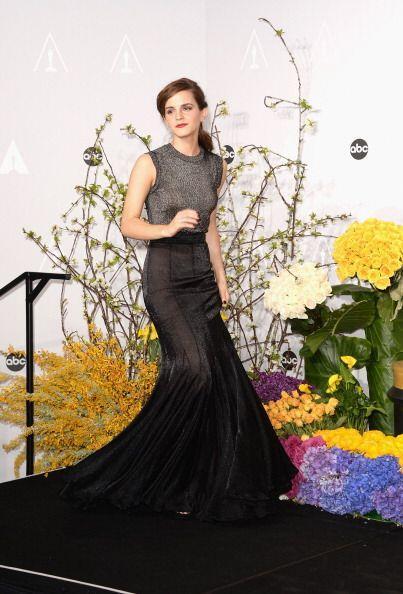 La actriz Emma Watson posa en el salón de prensa en la celebración de lo...