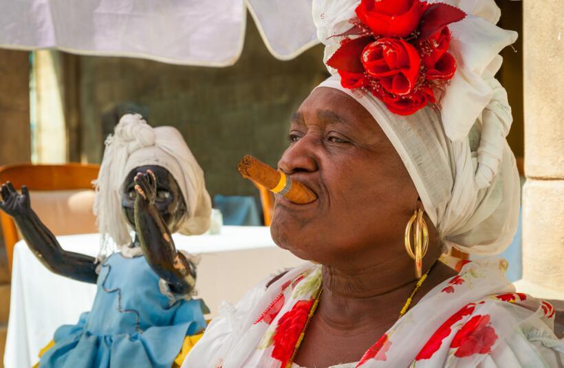mujer santera cubana