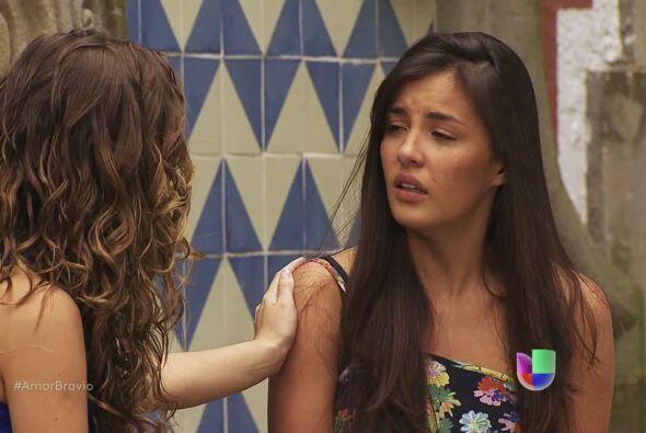 Luzma está tan desesperada que le pide a su amiga Mayalen que le...