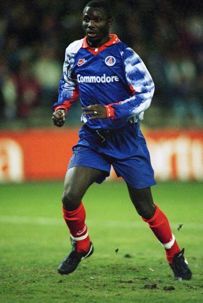 1995: George Weah se despidió del París Saint-Germain como campeón de go...