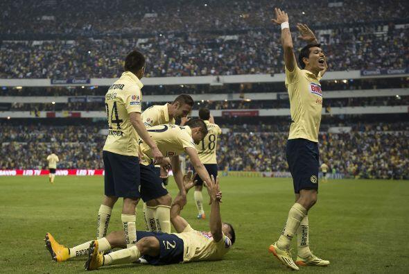 El estadio y los jugadores estallaron de emocion con el gol del argentino,
