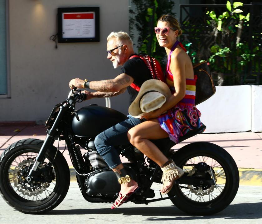 A.riadna Gutiérrez se paseó por Miami con el millonario Gi...