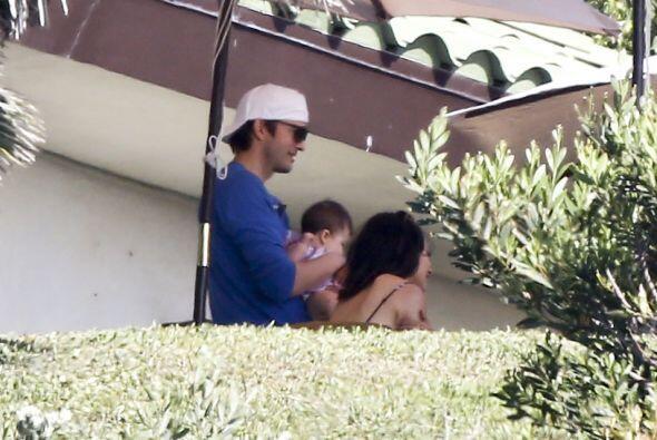 Mila Kunis debe estar encantada de tener un marido tan dedicado.