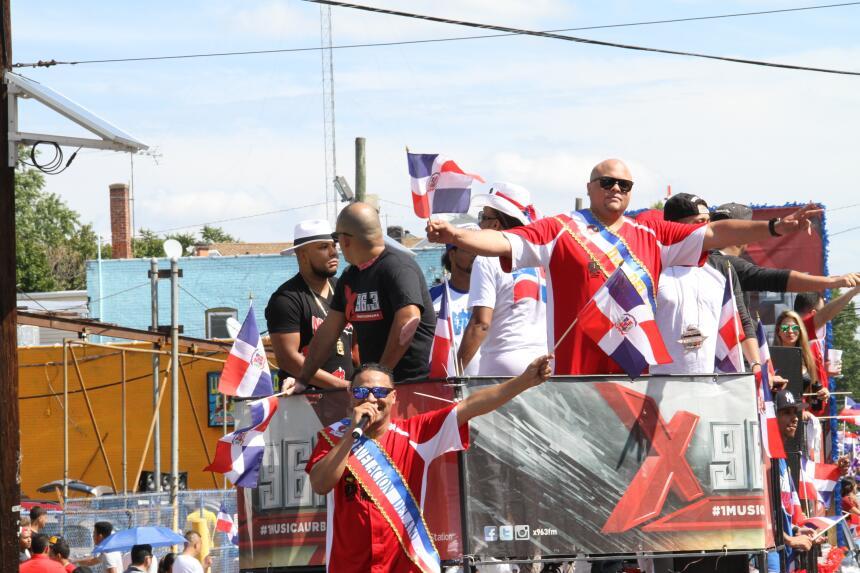 Celebra La X en el Desfile Dominicano en NJ IMG_1961.JPG