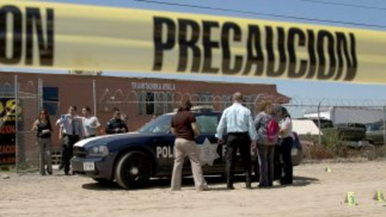 La fiscalía del Estado de México informó del hallazago de diez cuerpos;...