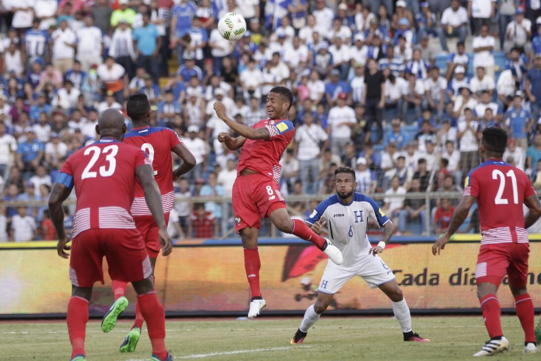 Panamá venció a Honduras en el duelo de técnicos colombianos AP_13259555...