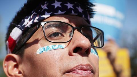 DACA protege actualmente a más de 700,000 jóvenes indocume...