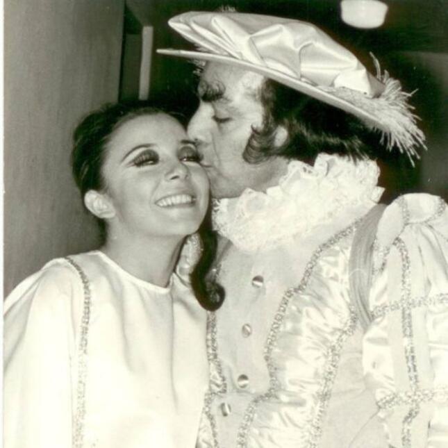 Manuel 'Loco' Valdez y Verónica Castro