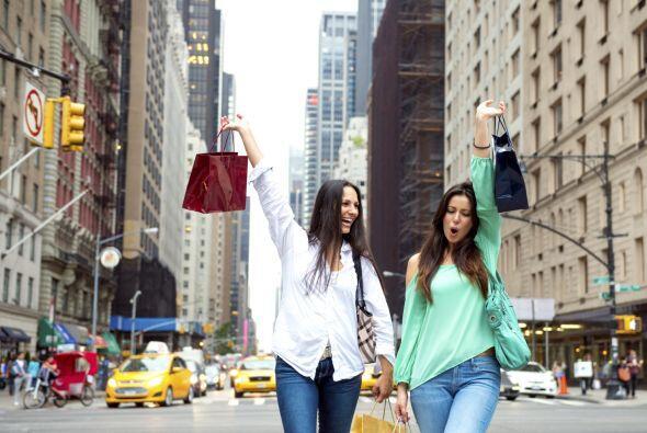 'Shopping trip'. Los viajes con amigas son los más divertidos, sobre tod...