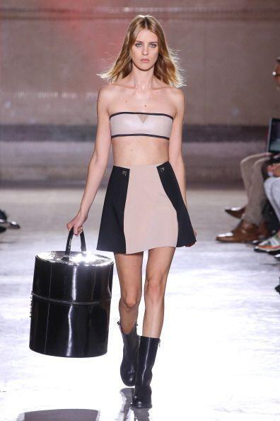 Los hombros al descubierto son ideales con faldas y 'shorts' en temporad...