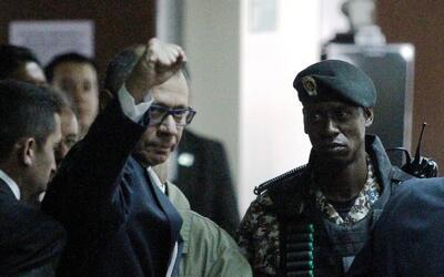 La reacción de Jorge Glas al llegar a la corte este 13 de diciemb...