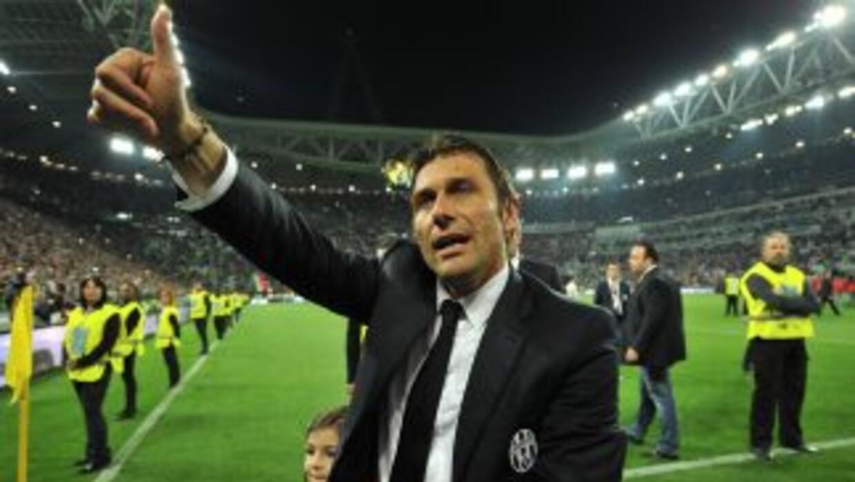 Conte apenas había renovado su contrato dos meses atrás, lo cuál hizo má...