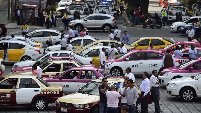 Una protesta de taxistas mexicanos contra Uber, en octubre de 2016.