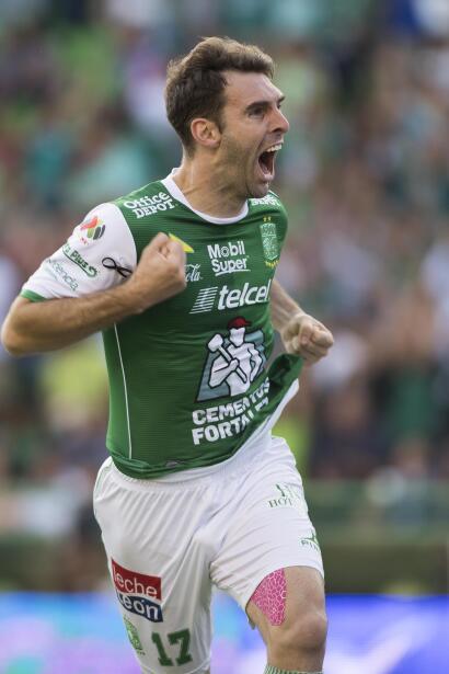 En duelo de golazos, Chivas cae en casa ente Lobos BUAP mauro-boselli.jpg