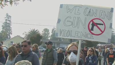 Piden más control de armas en homenaje a estudiante de Napa que fue víctima del tiroteo en Thousand Oaks