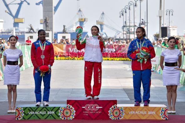 La maratón femenil de los JCC Veracruz 2014 fue conquistada por la mexic...