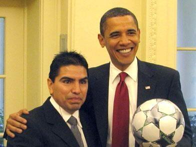 """Eddie """"Piolín"""" Sotelo mantuvo una llamada con el Presidente Barack Obama..."""