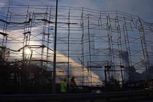 La gigantesca estructura del edificio de apartamentos en construcción qu...