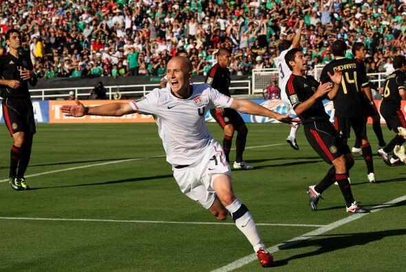 Michael Bradley sorprendió a México con el 1 - 0 a tan solo 4 minutos de...