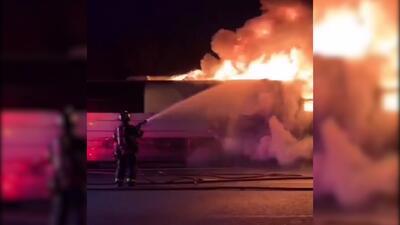 En video: el incendio del autobús de la banda Energía Norteña