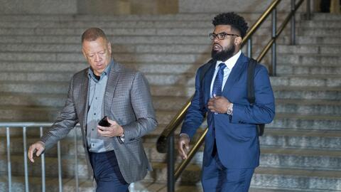 El corredor de los Cowboys, Ezekiel Elliott, saliendo de la Corte Federa...