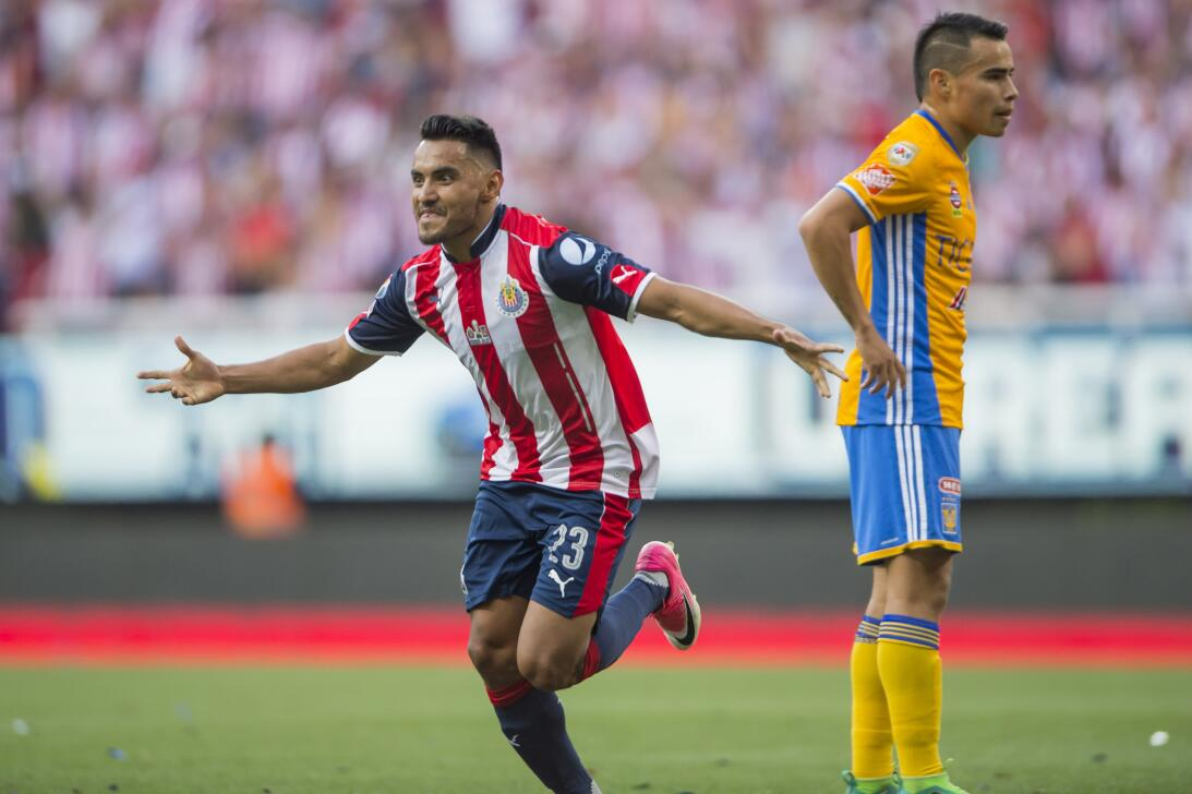 Chivas consiguió su estrella 12 tras vencer a Tigres 2-1 en la final Jos...